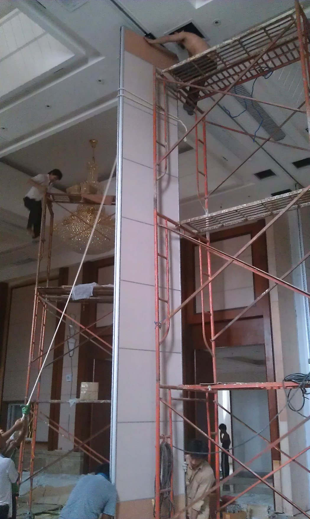 Acoustic Ultra-High Partition Walls for Hall
