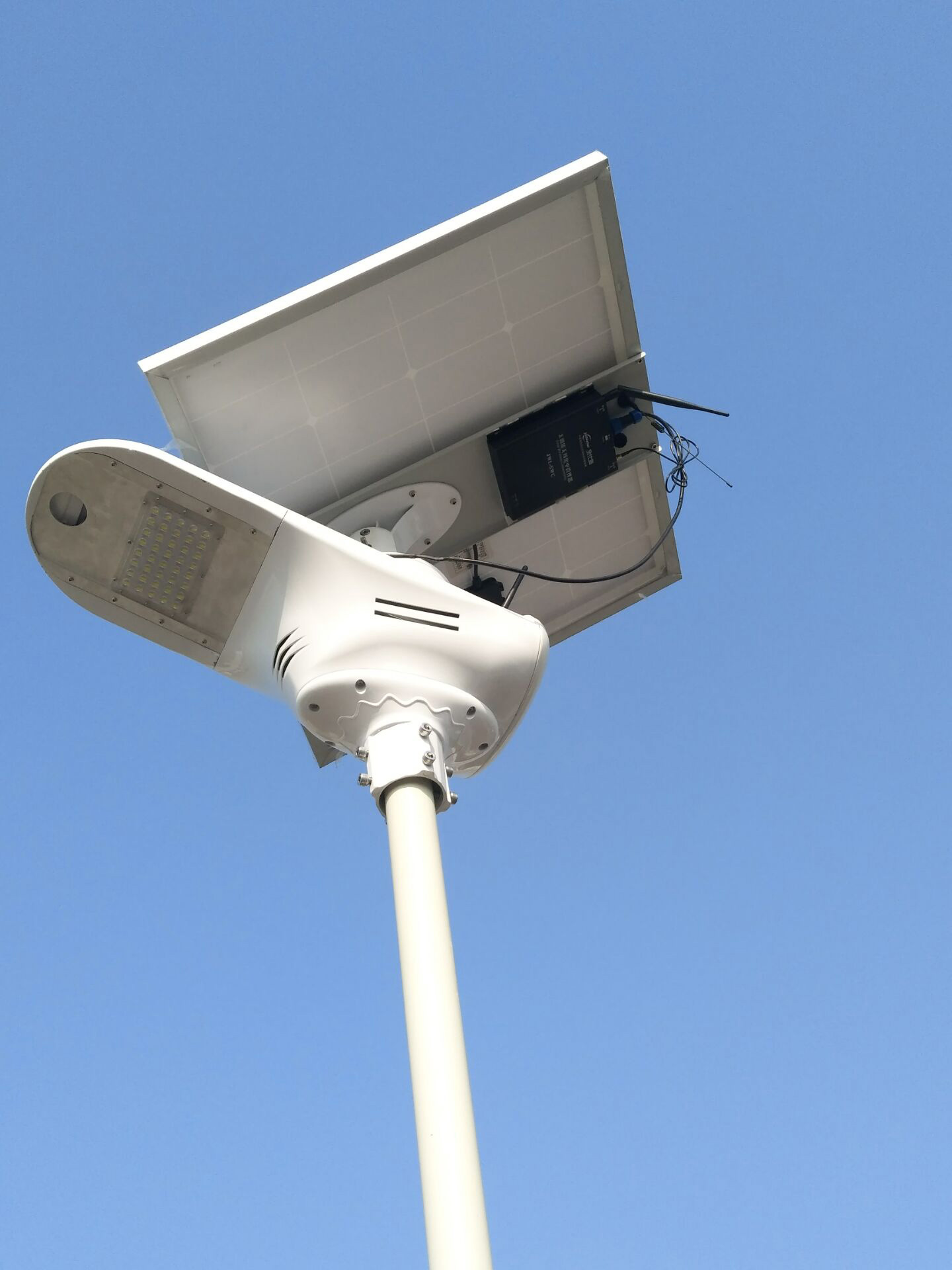 Bluesmart Integrated Solar Street Lamp 15W-120W Solar Fly Hawk Light