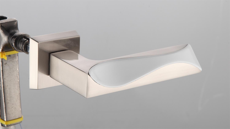 Hot Zinc Alloy Door Lock Handle (Z0-16240CPS)