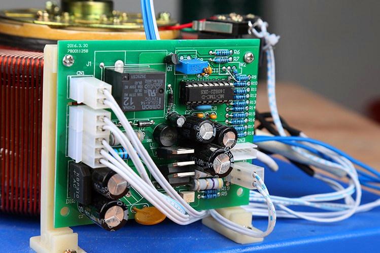 SVC-1000va High Precision Automatic Three-Phase AC Voltage Regulator