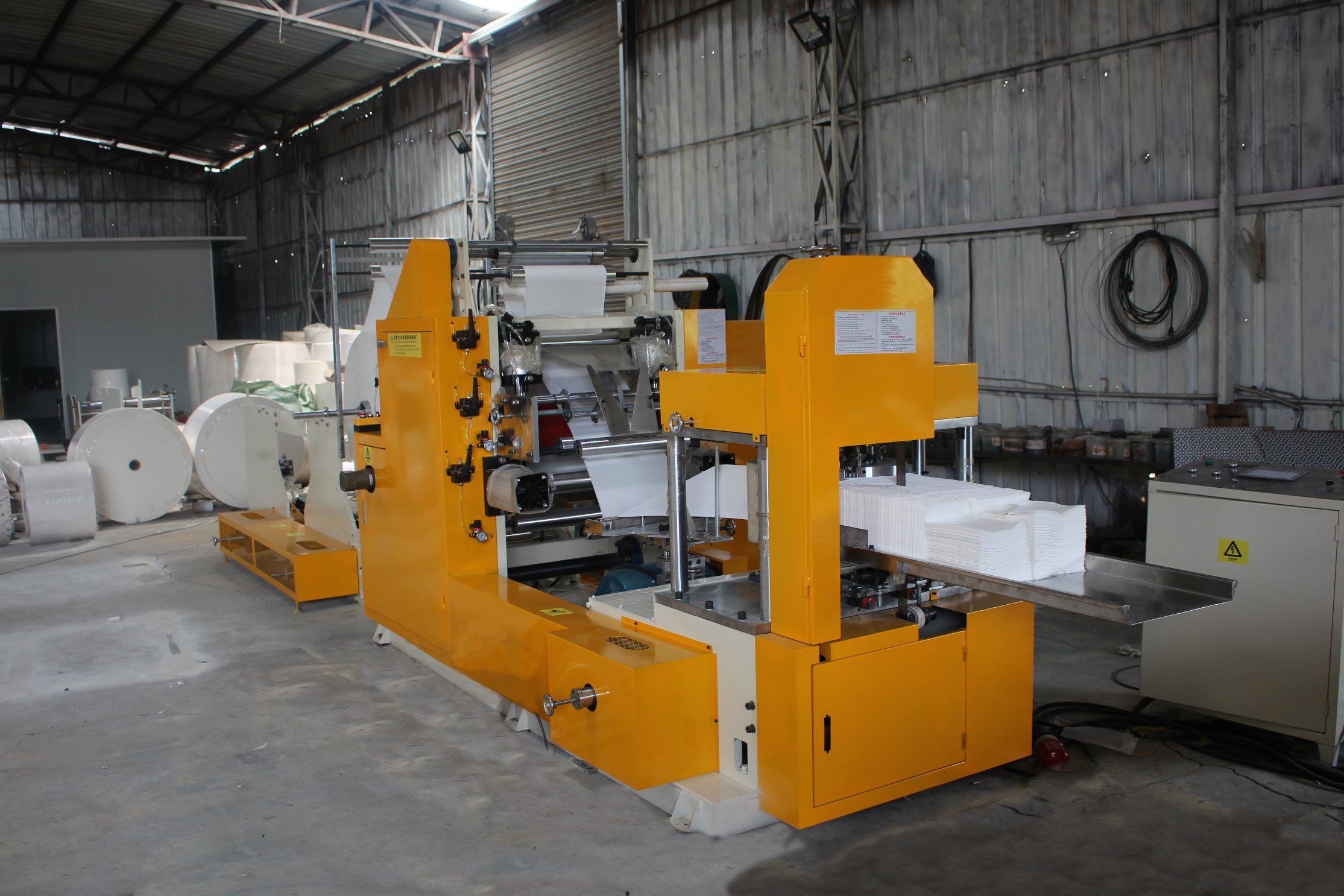 Automatic on The Glue and Color Embossing Napkin Paper Folding Machine