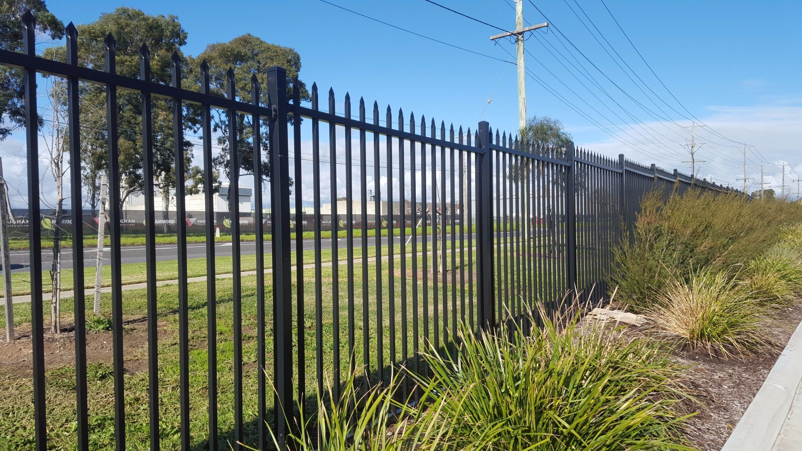 Hot Sales Powder Coated Pressed Spear Steel Security Fencing