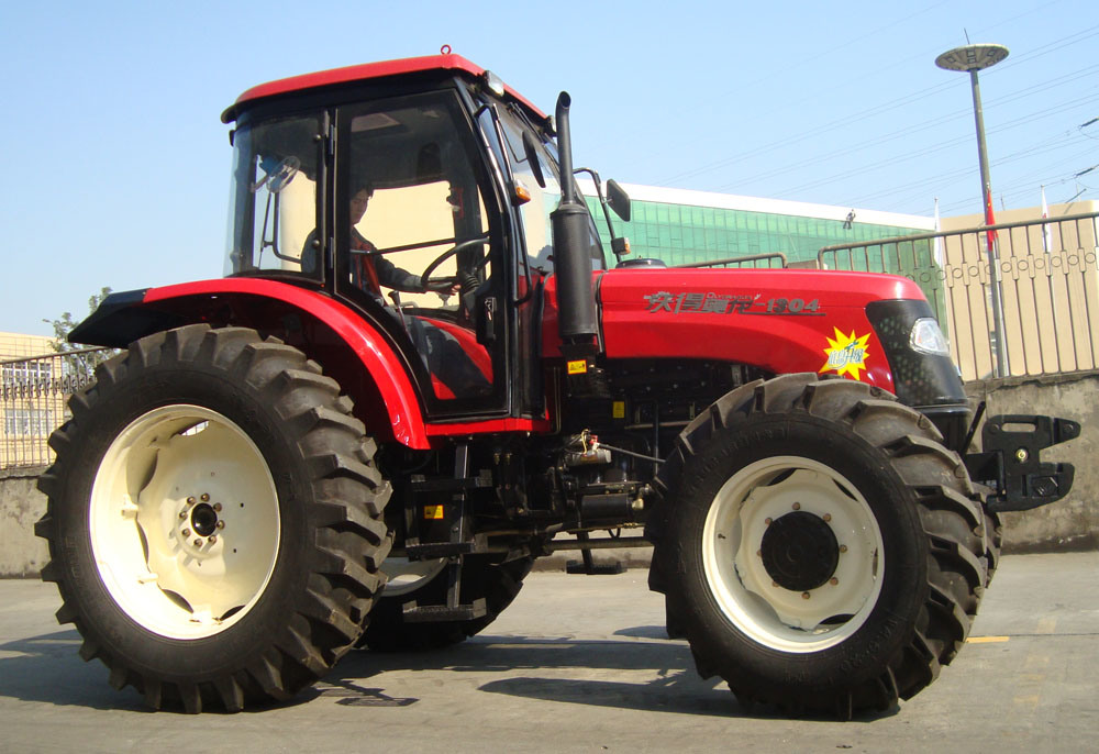 New Wheel 130HP Tractor with Diesel Engine (WD1304)