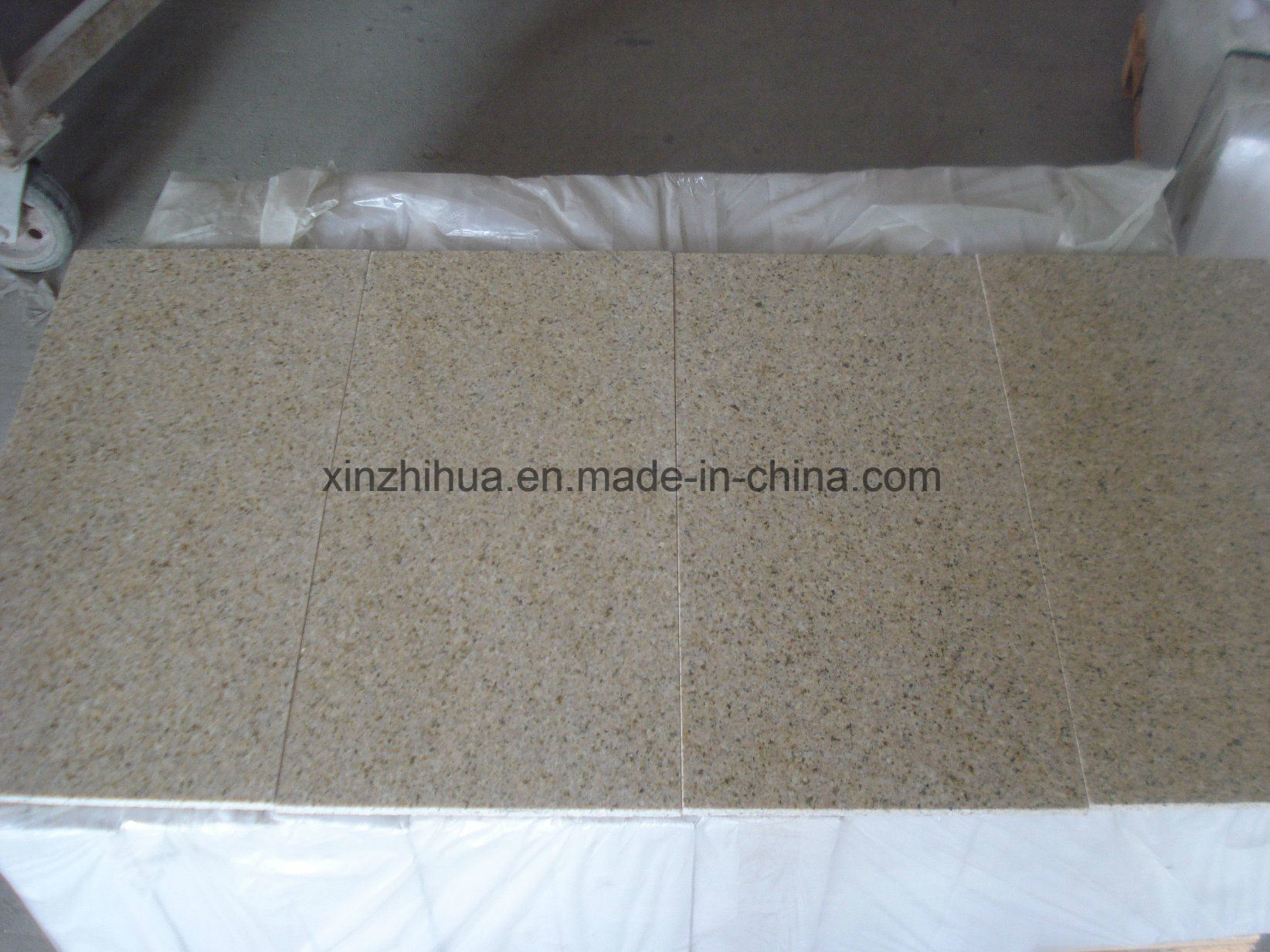 Granite G682 Rusty Yellow Granite for Flooring/Wall Tiles/Countertop