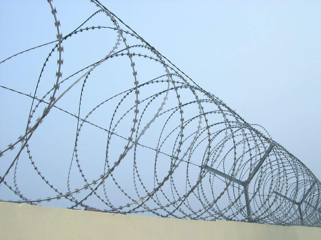 China concertina razor barbed wire lasting