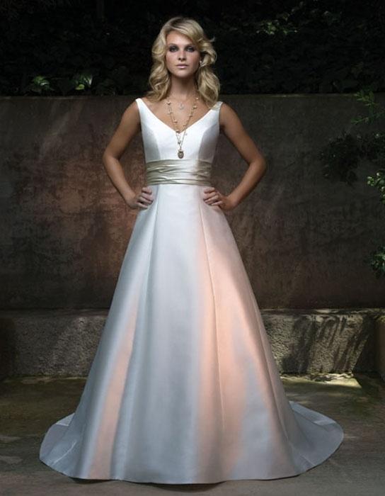 Wedding decoration simple designer wedding dresses for Simple wedding dress design