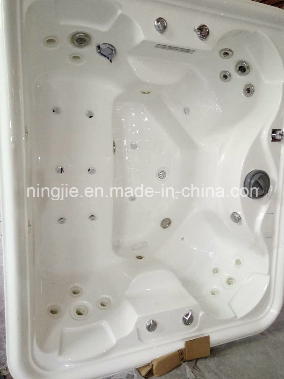 Luxury Outdoor Massage SPA Sanitary Ware Hot Tub (713A)