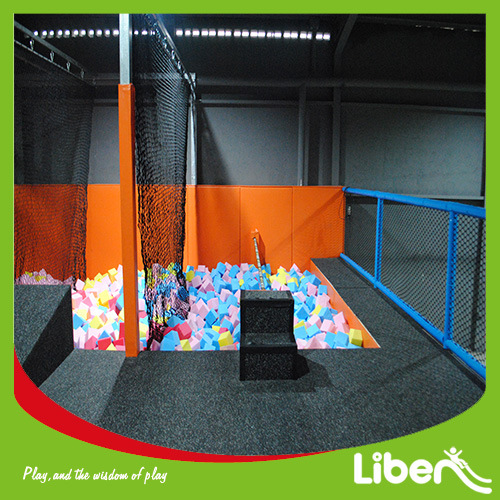 Big Indoor Gymnastic Trampoline with Basketball in Trampoline Park