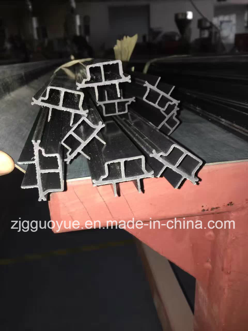 I Shape 16mm- 27mm Extruded Polyamide Thermal