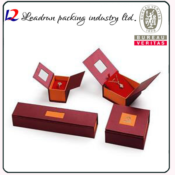 Leather Velvet Jewellery Candy Cosmetic Packing Box Perfume Box Business Suit Case Badge Box Paper Bag Jewelry Ring Bangle Necklace Packaging Box (Lj08)