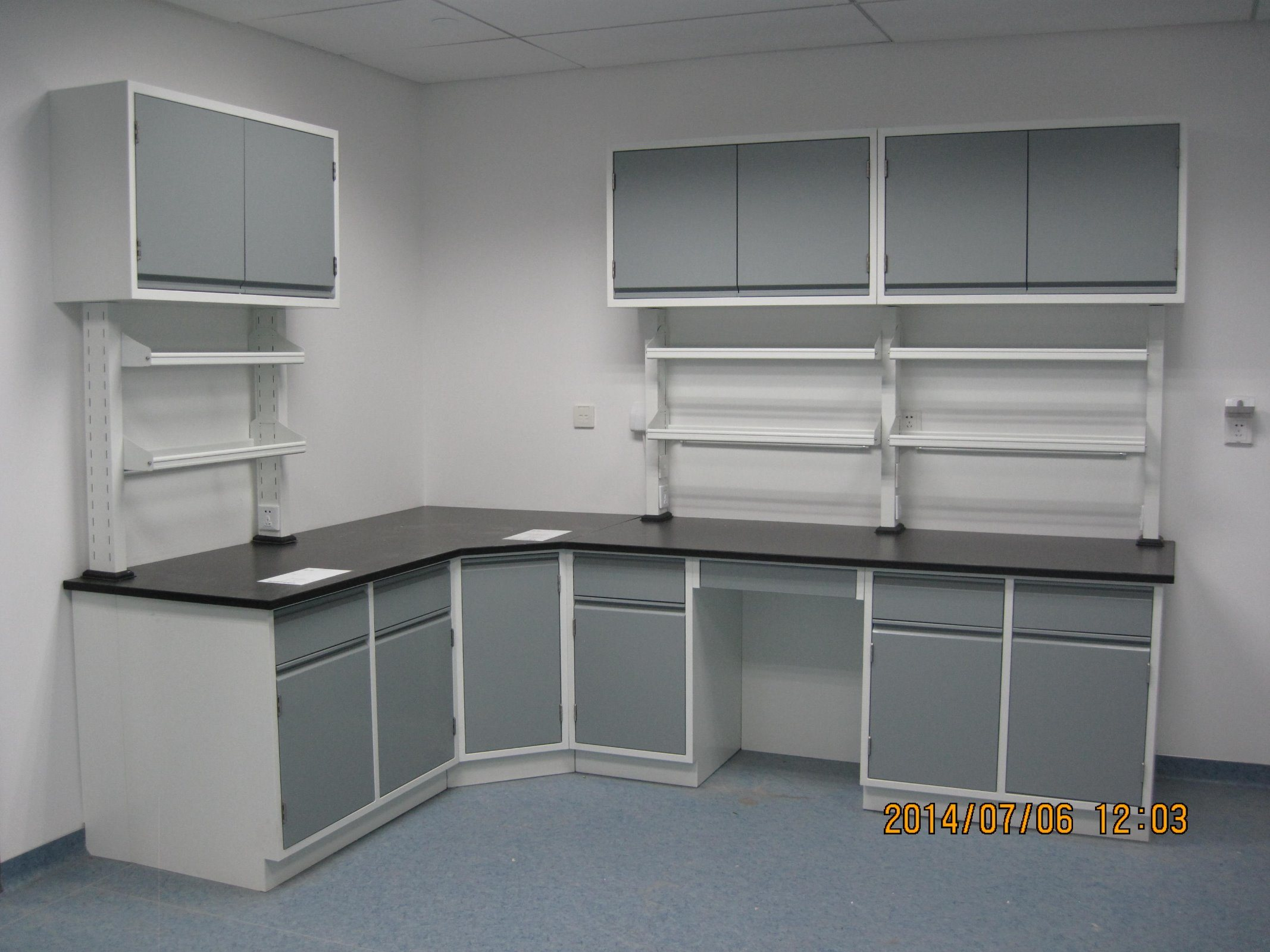 Ce Certificate Steel Lab Furniture with Wall Mounted Cabinet (JH-SL013)
