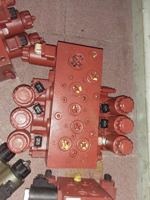 Linde H2X-392 Multi-Way Valve for Forklift