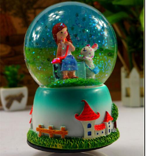 Pretty Snowglobe Water Globe Polyresin Gift for Christmas