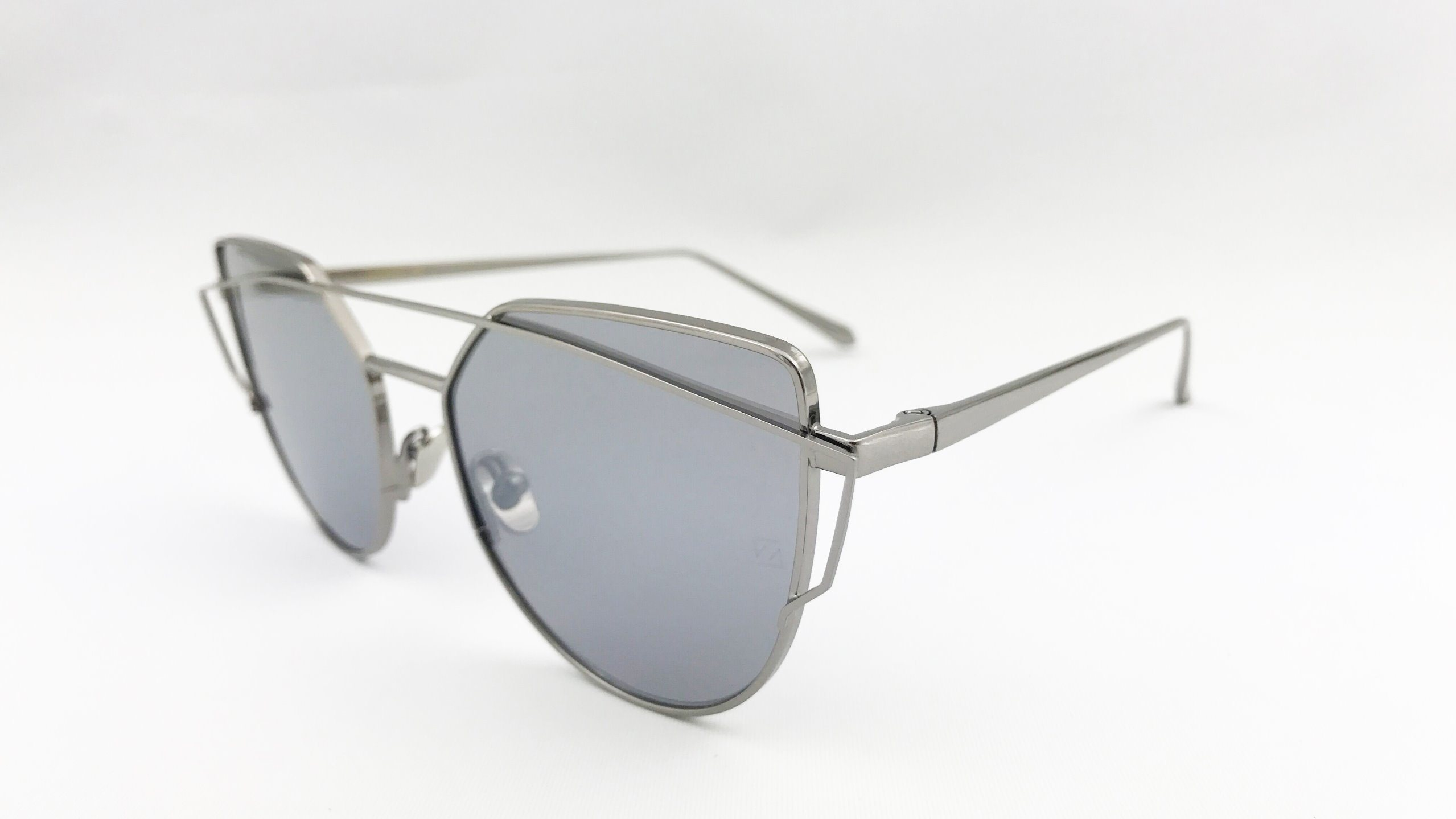 Special Design, Popular Metal Sunglasses for Unisex. Nylon Lens with Silver Mirror