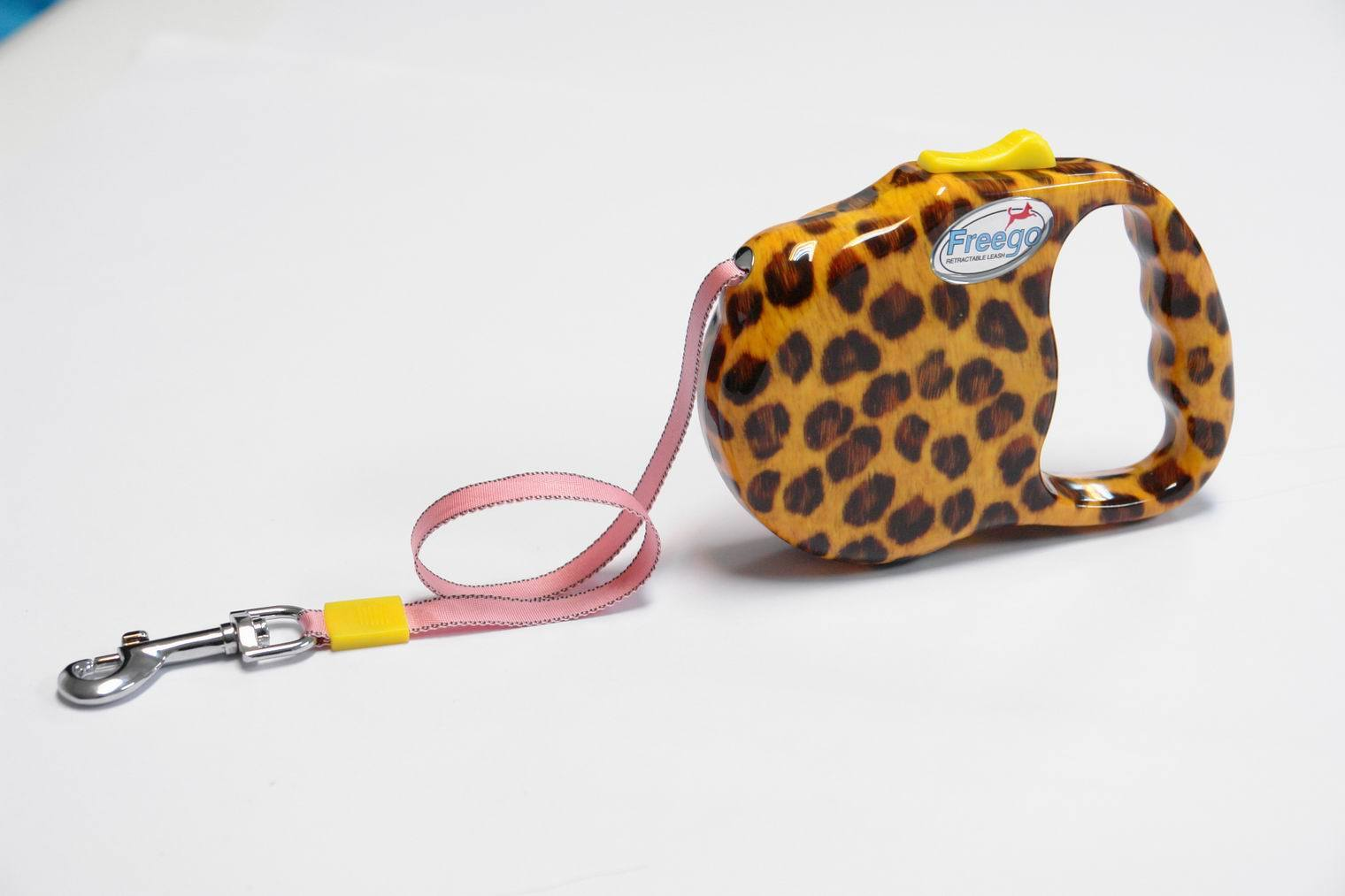 Retractable dog leash packaging