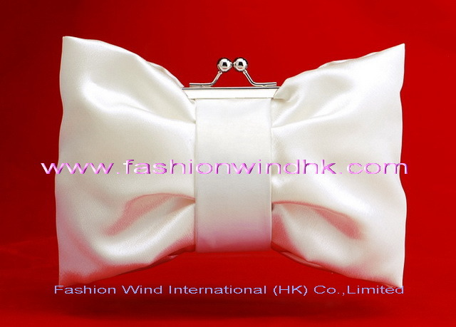 http://image.made-in-china.com/2f0j00mBOaFdozGkbV/Evening-Bags-EB638-Wedding-Bag-Bridal-Bag-Bride-Bag-Handbag-Satin-Bag-Beaded-Bag-PU-Bag-Jevellry-Bag-Lady-s-Bag.jpg