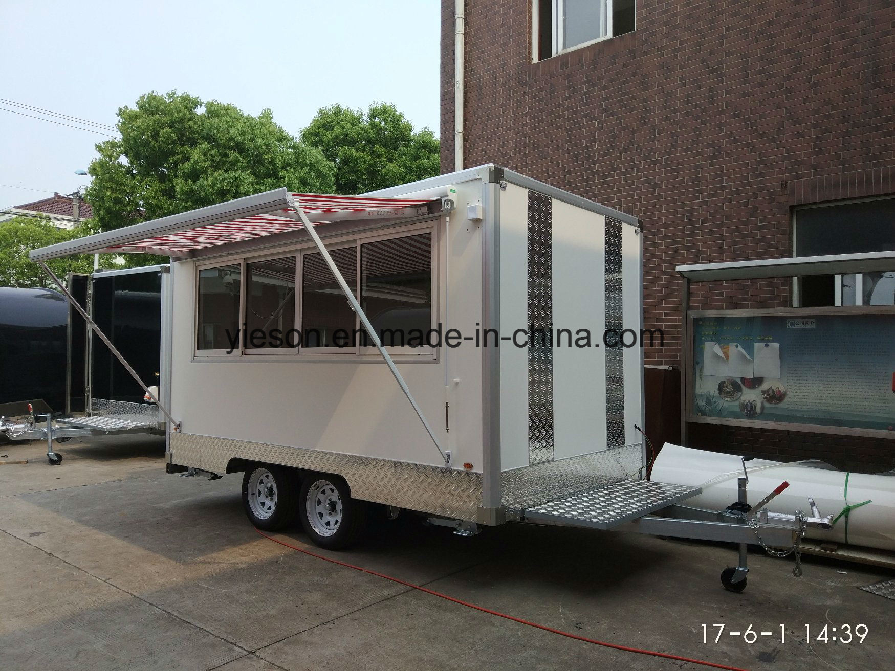 Yieson Made Mobile Food Van for Sale