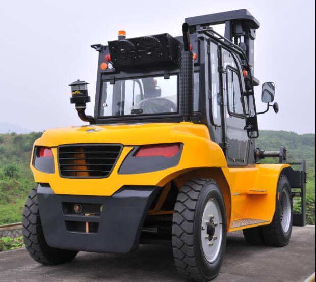 Un 9.0t Diesel Forklift with Original Isuzu Engine with Duplex 5.0m Mast