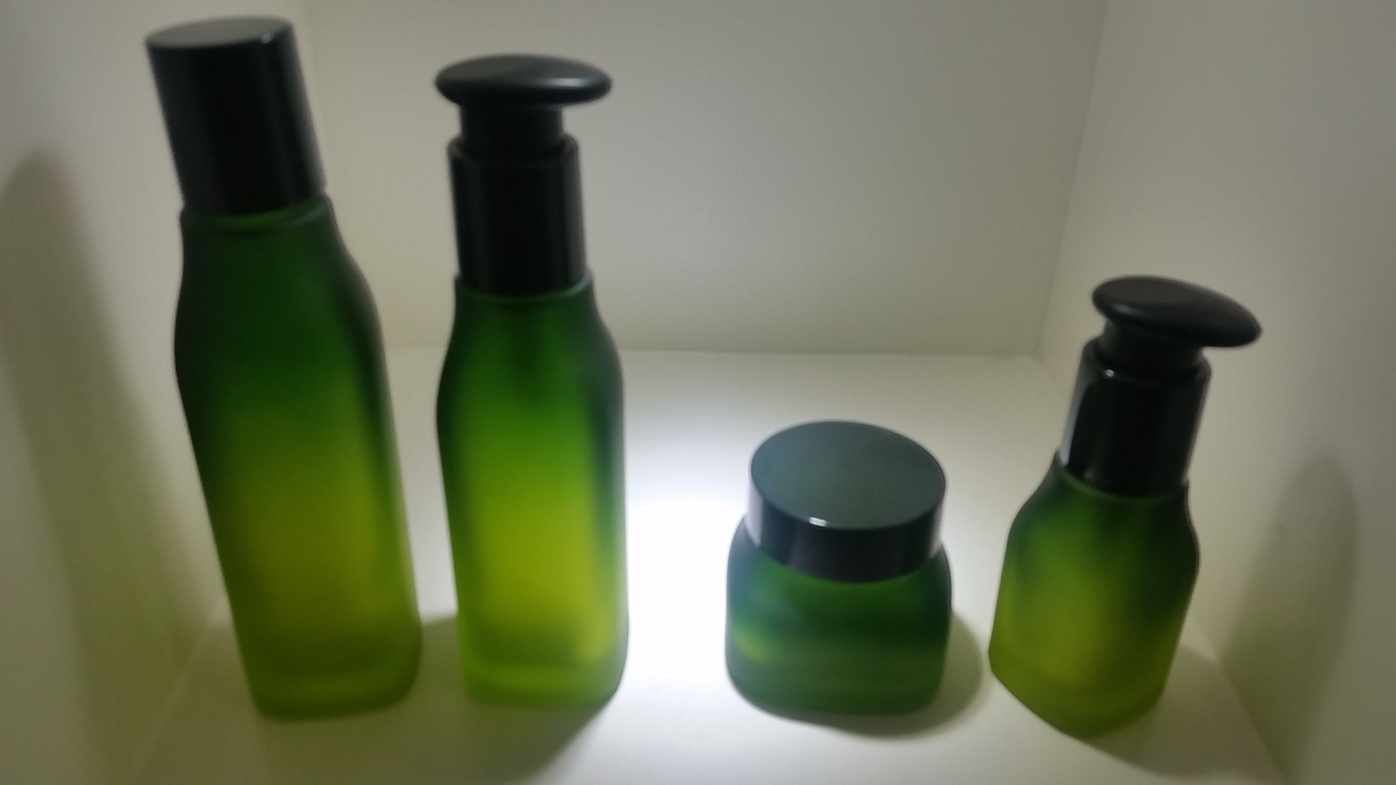 Qf-A3958 Two Sides Needle Series Glass Bottle
