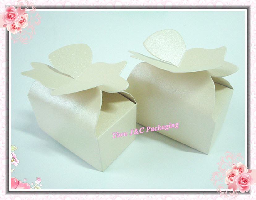 China Floral Closure On Top Wedding Favor Boxes Candy