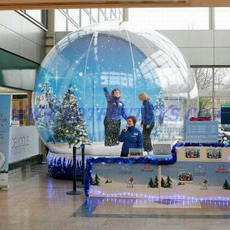 Giant snow globe decoration images for Outdoor christmas globes