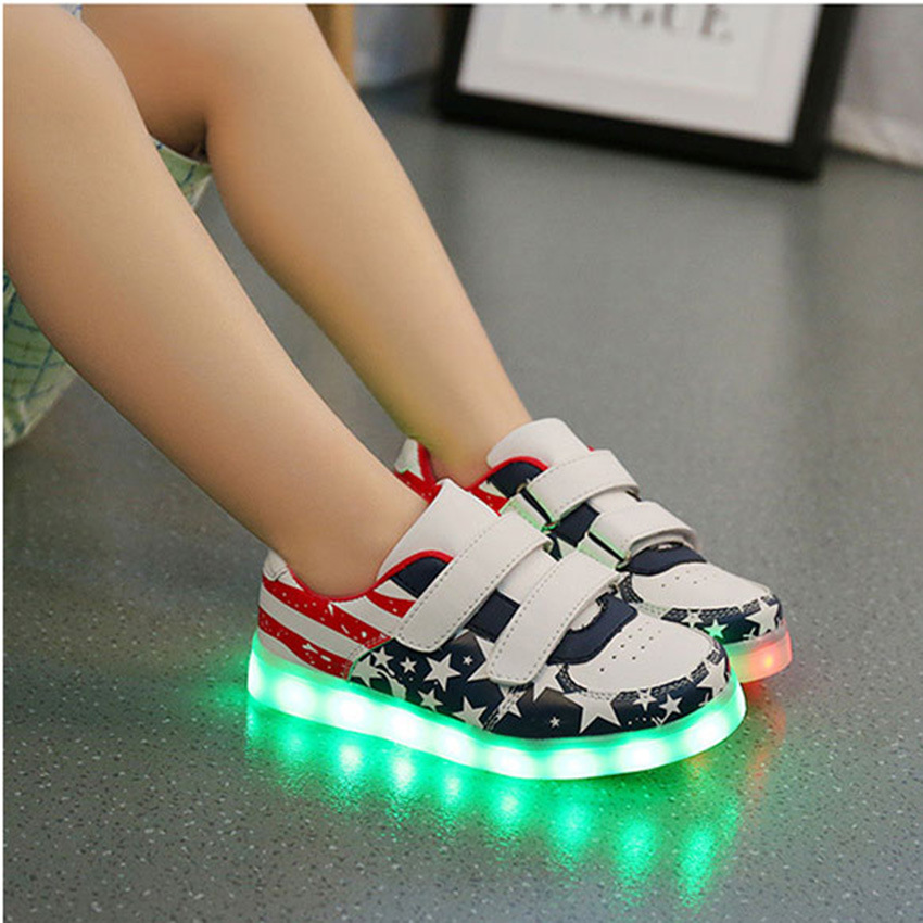The Boys and Girls Sports Shoes USB LED Shoes Disposable Rechargeable Lamp Luminous Fluorescent Light Shoes Flag ′s Shoes Tide