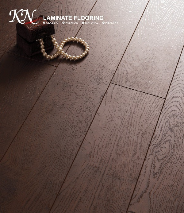 Oak HDF Embossed-in-Register (EIR) Laminate Floor E1