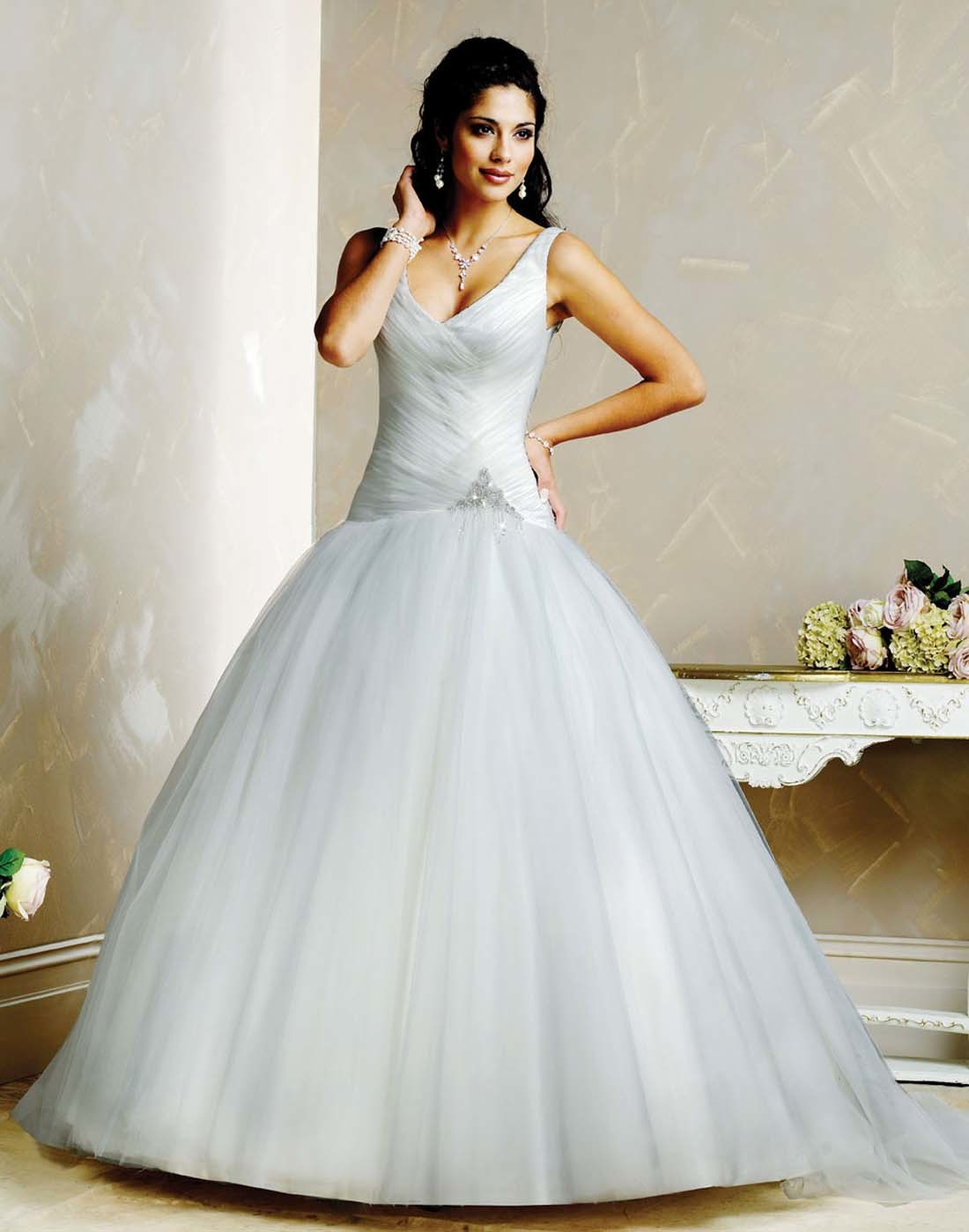 Pin 2009-wedding-dress-collection-by-famous-designer ...