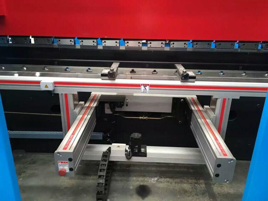 Sheet Metal Bending Machine CNC Press Brake Pbh-160t/3200