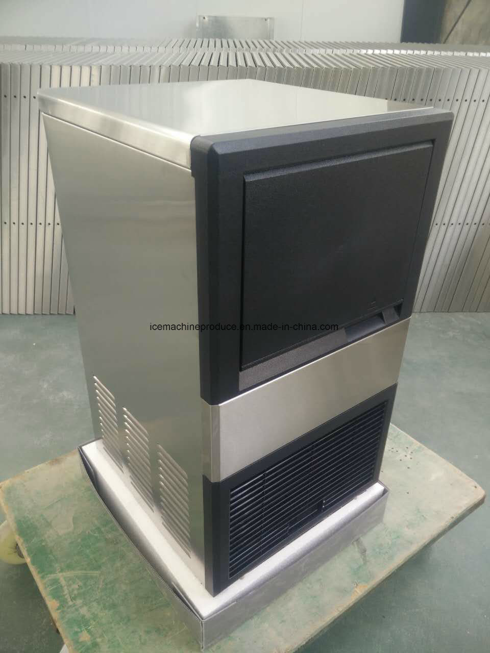 25kgs Integrated Cube Ice Machine for Food Processing