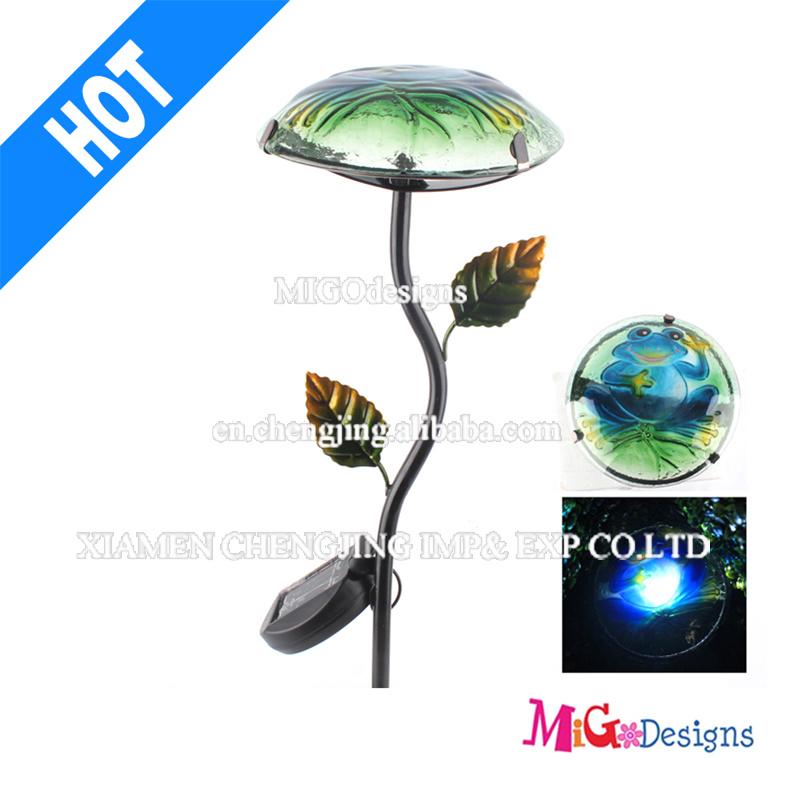 Metal Garden Lighting with Glass Mushroom Solar Light Stake