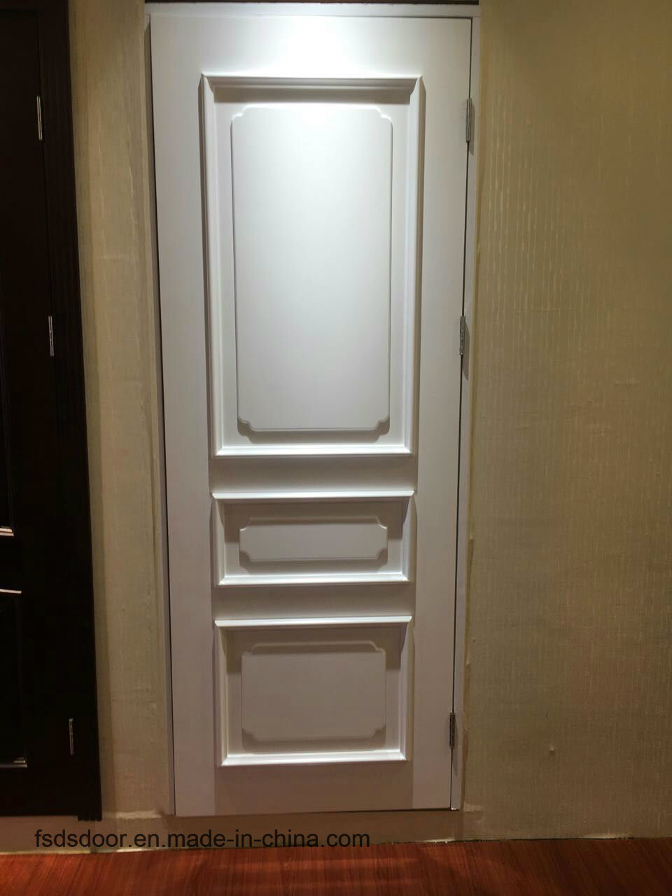Classical Style High Quality Solid Wooden Door with White Colour for Hotel Apartment School (DS-046)