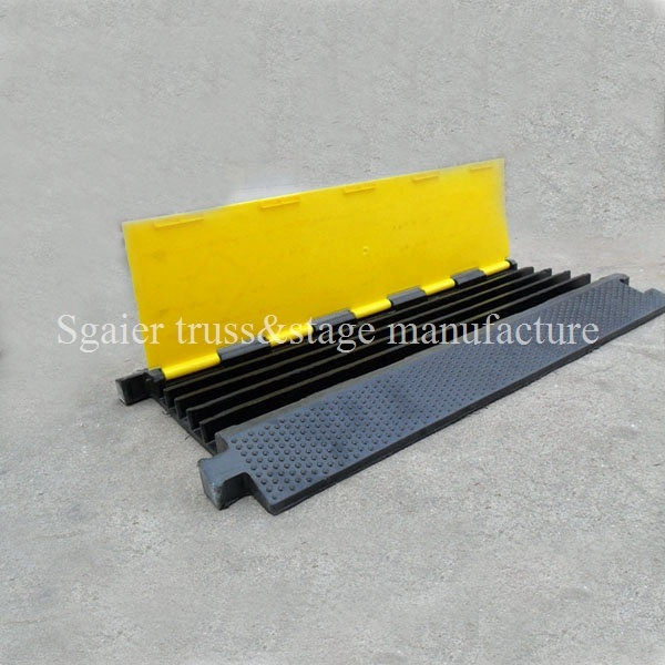 Orange & Yellow Outdoor 900mm Flexible PU Plastic Cable Tray Yellow and Black Jack Cable Ramp