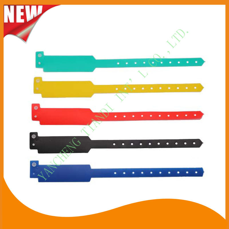 Customed PE Entertainment Plastic Event Party Identification Wristbands Bracelet (E6060C1)