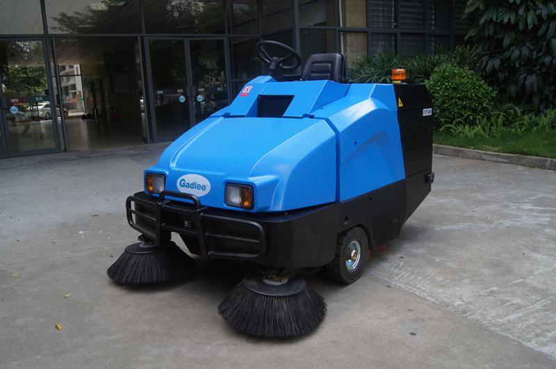 Gadlee Ce Full Hydraulic Ride-on Sweeper