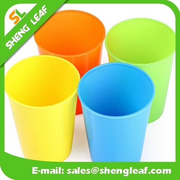 Plastic Mug Promotional Fashion Soft PVC Cup (SLF-PM002)