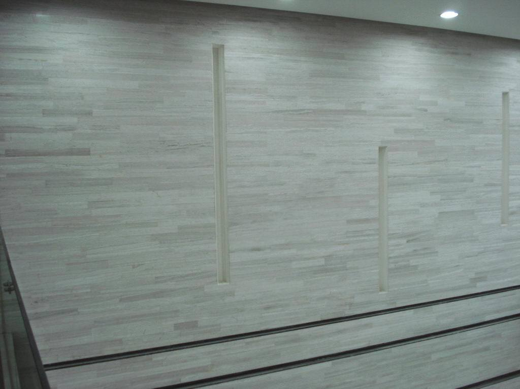 Natural Polished White Wood Marble Stone Tile for Flooring / Walling (YY -MTS001)