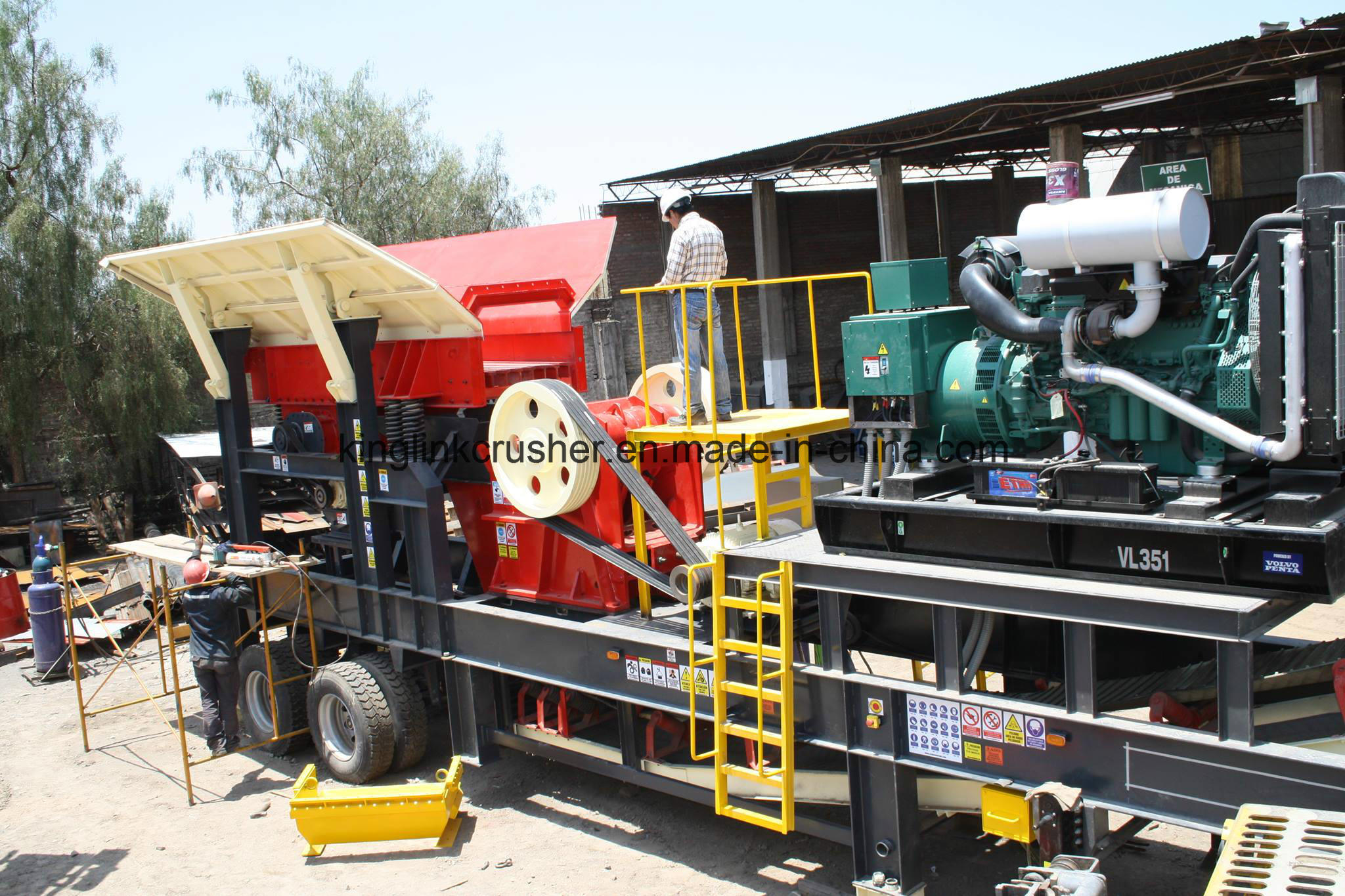 Mobile Jaw and Cone Crushing Plant