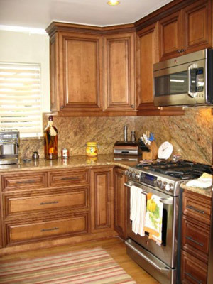 Coffee Maple Glazed Kitchen Cabinets