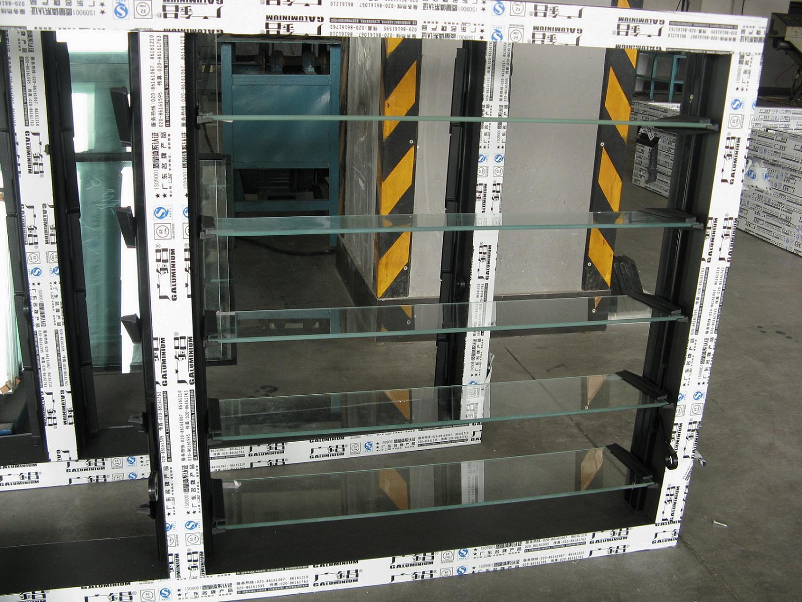 Guichet en verre en aluminium d 39 auvent guichet en verre for Fenetre en verre