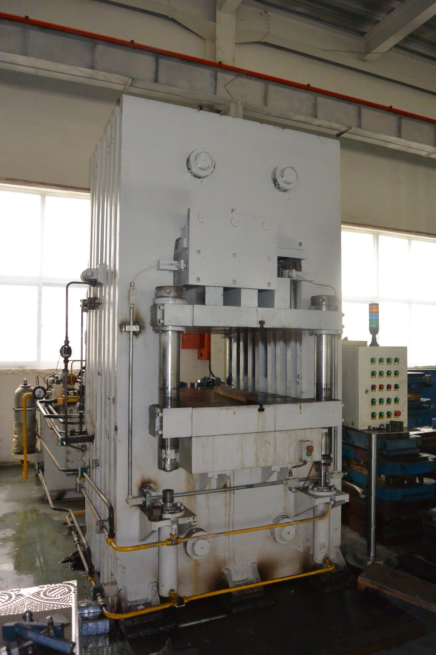 3000t Hydraulic Press for Metal Plates Stamping/Forming-Energy Saving Type