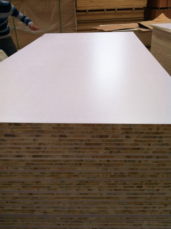 White Melamine Paper Faced Blockboard /18mm Poplar Core Blockboard