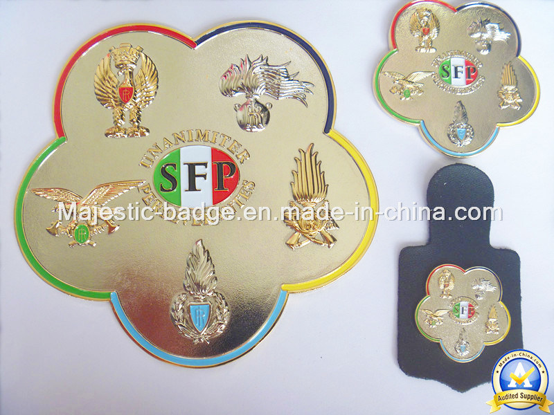 3D Gold Plating Soft Enamel Badge with Leather Accessory