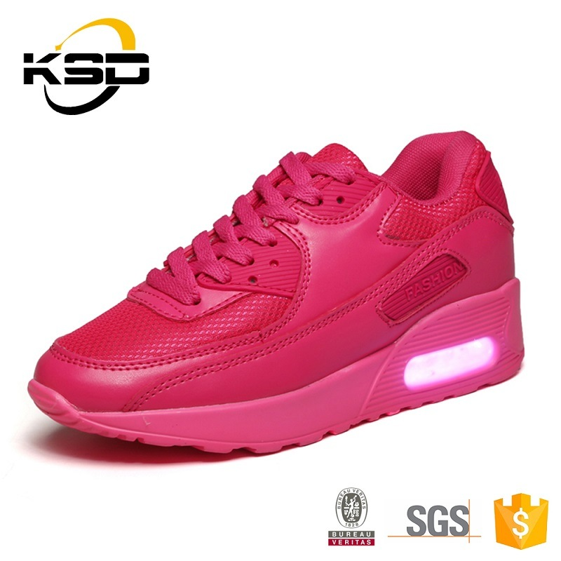 OEM New Style Hot Selling LED Light Comfort Sports Shoes for Men and Women