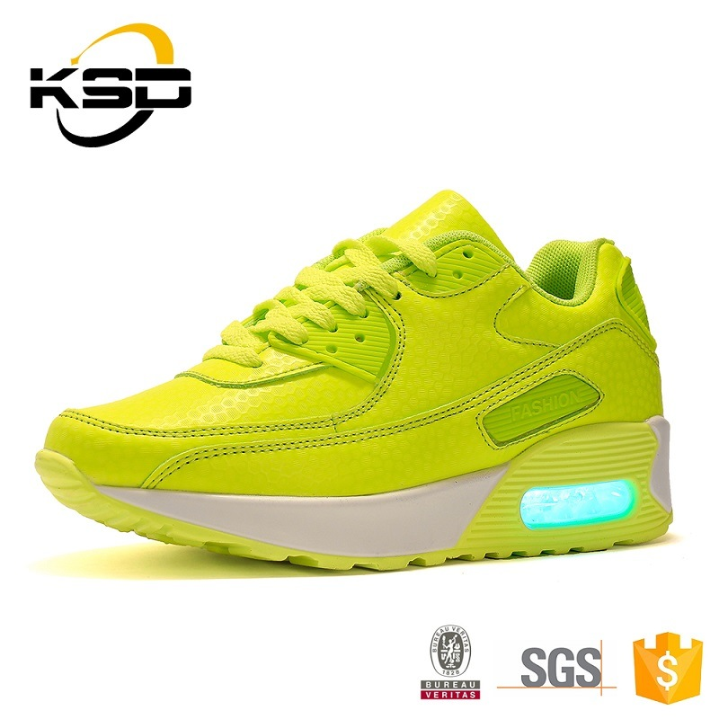 2016 Boy and Girl Flashing LED Shoes Fashion Factory Direct Wholesale in China