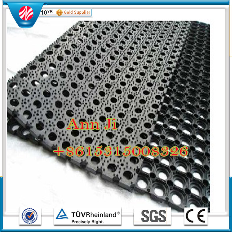 China Outdoor Antislip Drainage Rubber Lawn Mat Grass