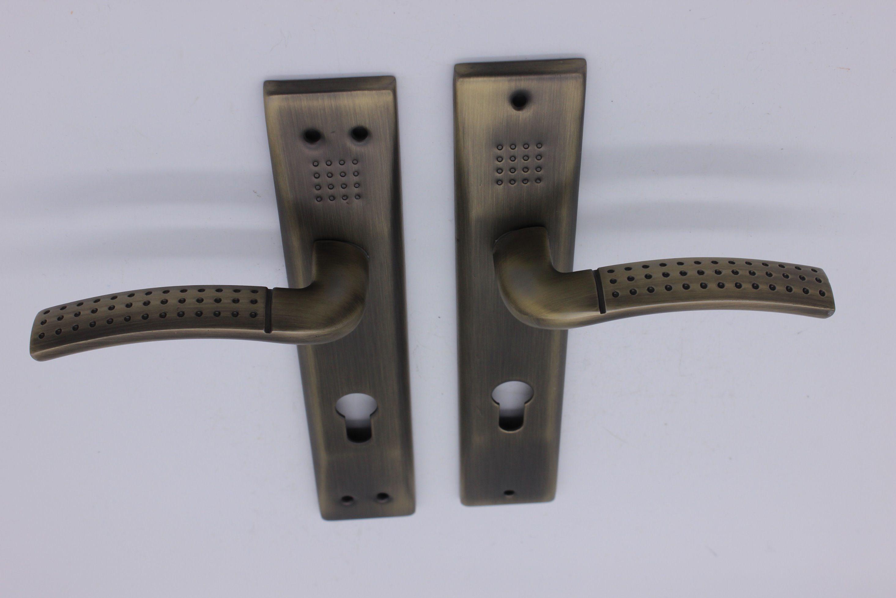 Aluminum Door Handle on Iron Plate
