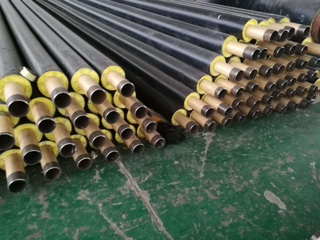 Pipe Insulation Material with Polyurethane Foam and HDPE Protection Outer