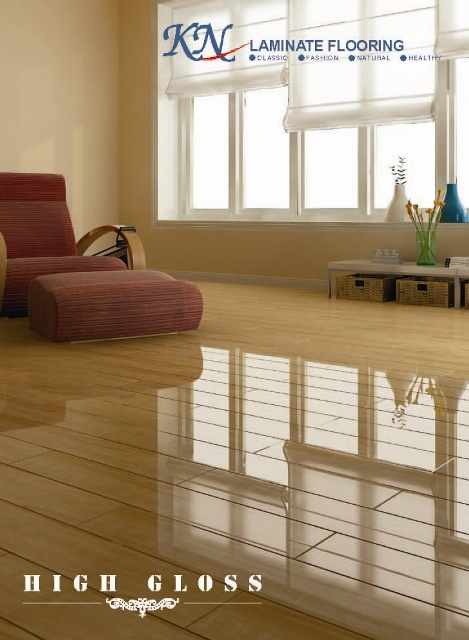 12.3mm High Glossy HDF Laminate Flooring