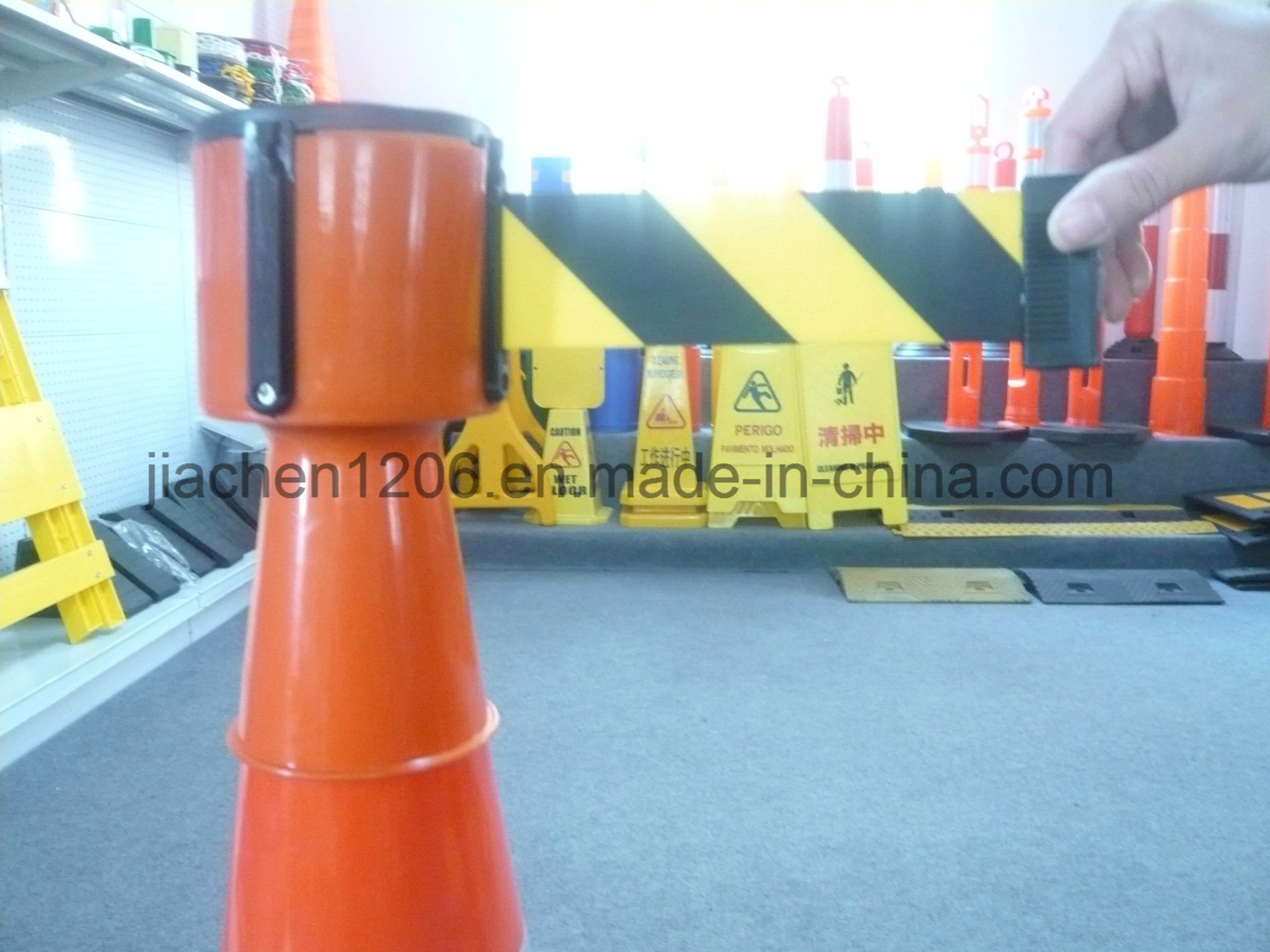 Jiachen High Quality Favorable Price PE Retractable Barrier